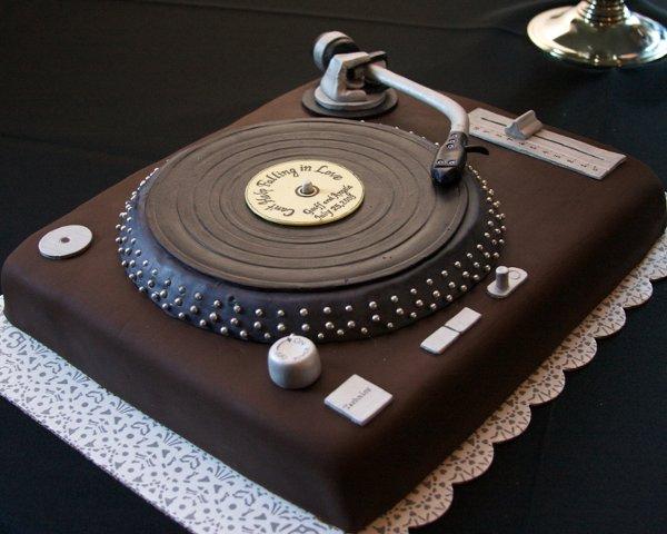 gâteaux d'anniversaire pour musicien (guitariste, pianiste