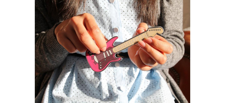 Lime à Ongle Pour Une Guitariste