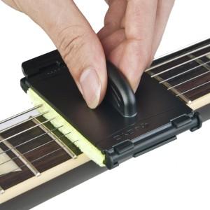 Un Nettoyeur De Cordes Pour Guitare Et Basse