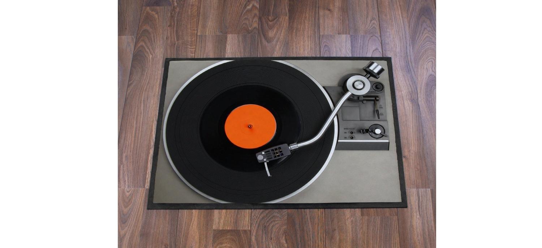 Un Paillasson Platine Vinyle (trompe L'oeil)