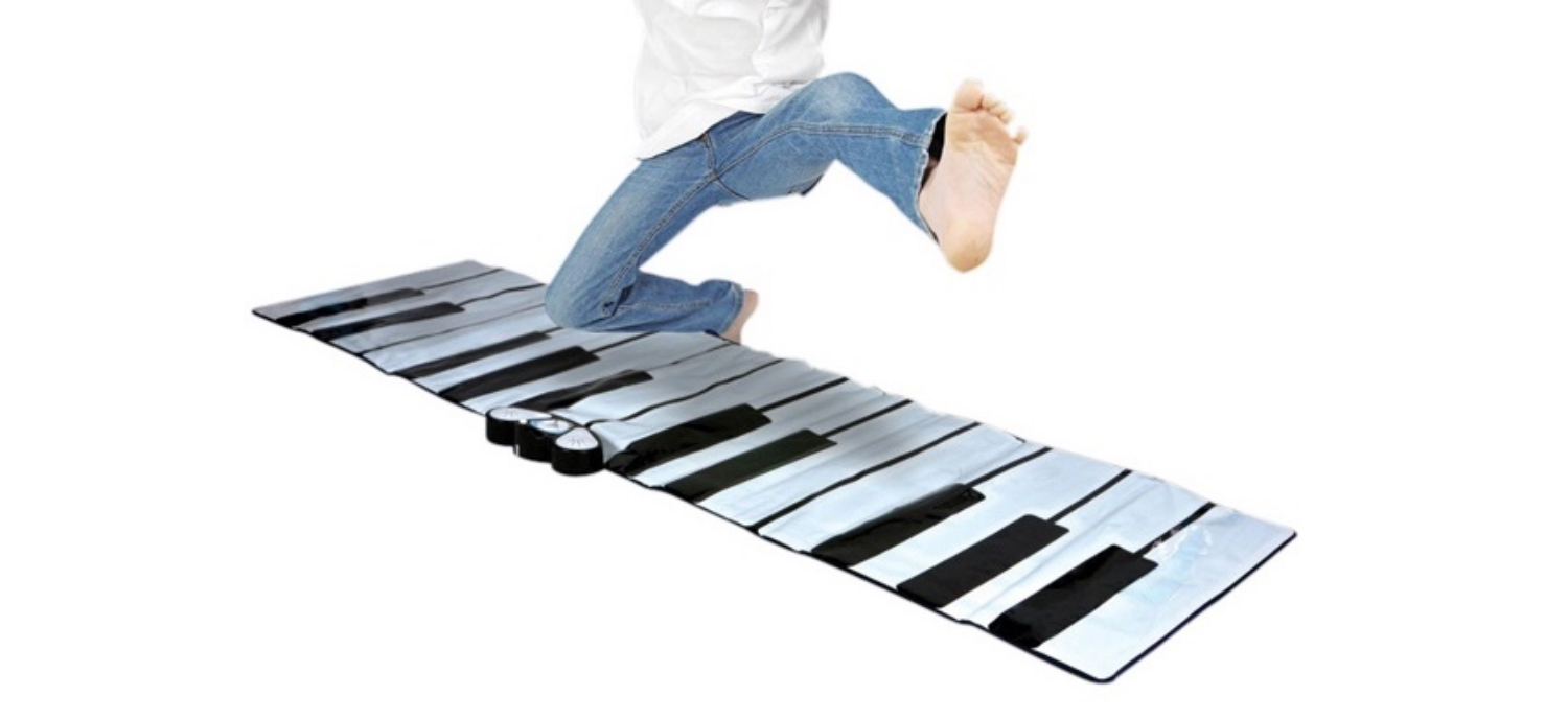 A Giant Piano To Play With The Feet!