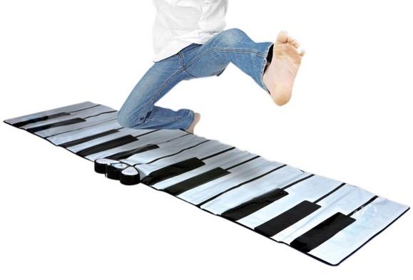 un piano g ant pour jouer avec les pieds cadeaux pour musiciens. Black Bedroom Furniture Sets. Home Design Ideas