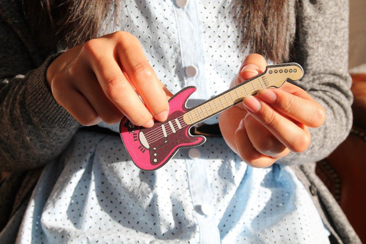 lime ongle pour une guitariste cadeaux pour musiciens. Black Bedroom Furniture Sets. Home Design Ideas