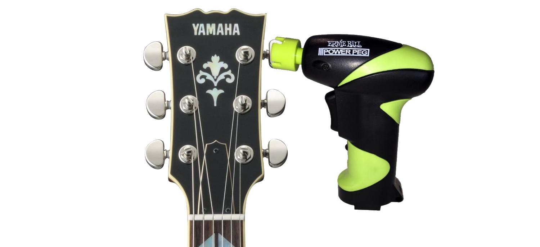 Une Visseuse/ Dévisseuse Pour Changer Les Cordes D'une Guitare