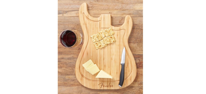 Une Planche à Découper Stratocaster Signée Fender