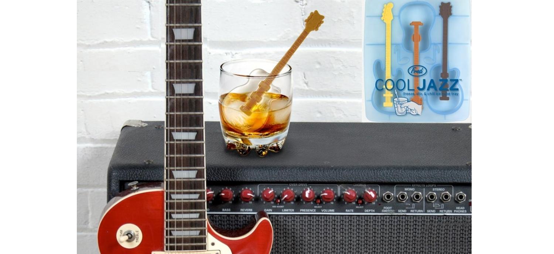 Un Set Pour Glaçons En Forme De Guitare